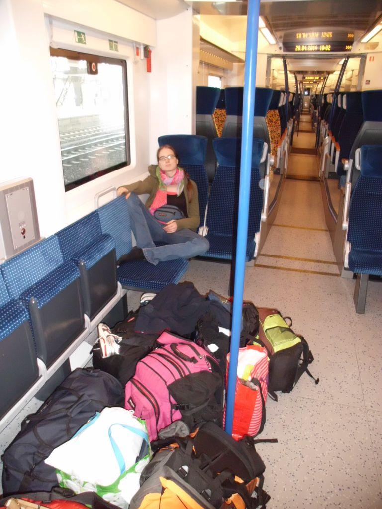 Zwei Leute mit soviel Gepäck hat die Nord-Westbahn sicher noch nie erlebt...