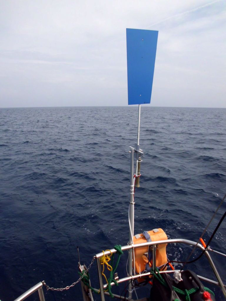 Das wichtigste Crewmitglied, unsere selbst konstruierte Windfahnen-Selbststeueranlage namens James