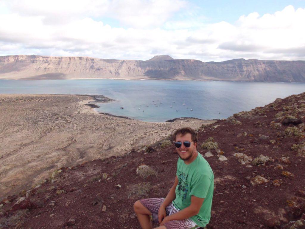 Nochmal die Bucht, im Hintergrund die Klippen von Lanzarote
