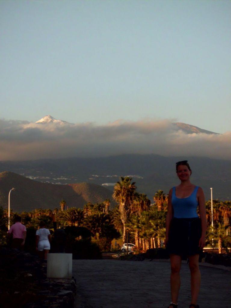 Der schneebedeckte El Teide im Hintergrund