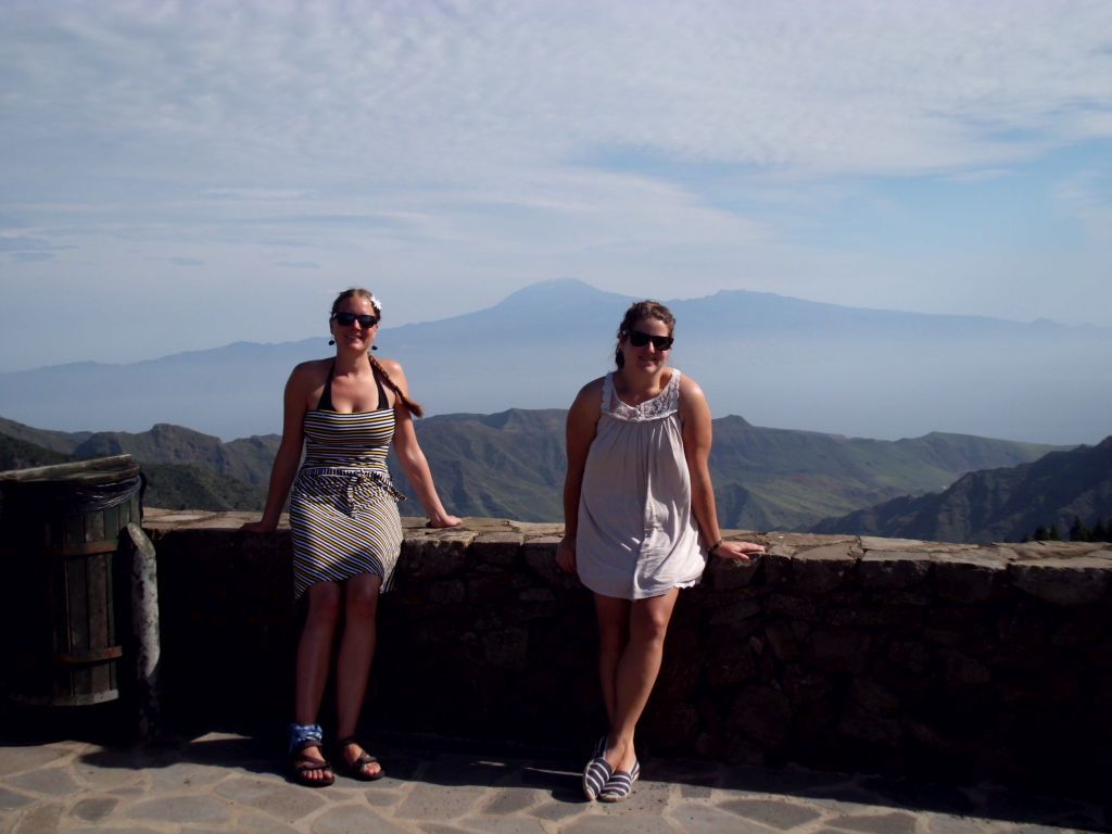 Unterwegs auf La Gomera; im Hintergrund der El Teide auf Teneriffa