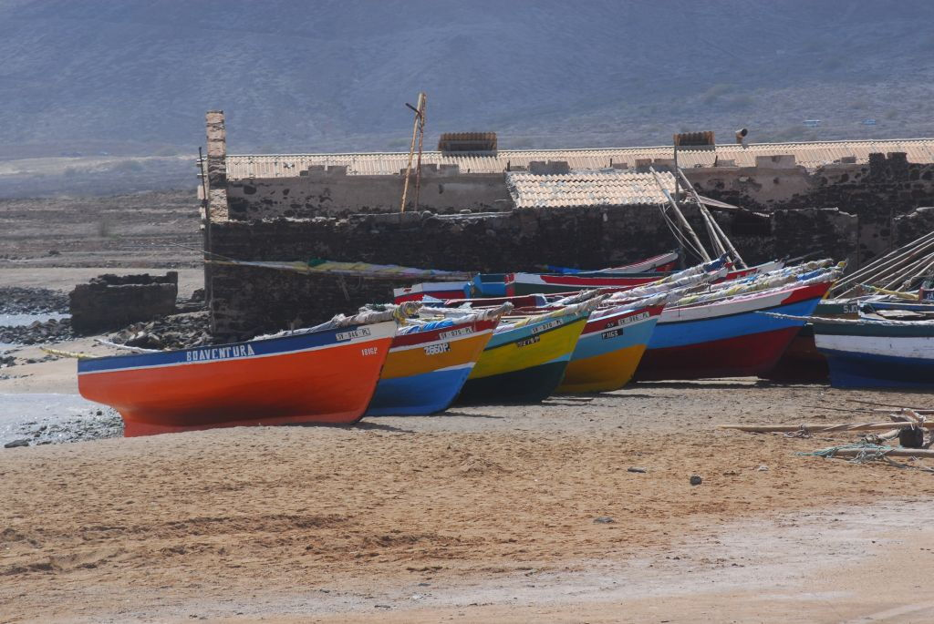 bunte Fischerboote auf Sao Vicente