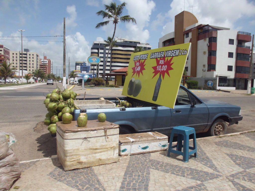 Kokosnüsse direkt an der Straße