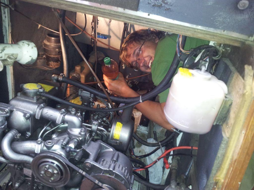 Reinigung der Dieselleitungen vor der Abfahrt....grausliche Sache