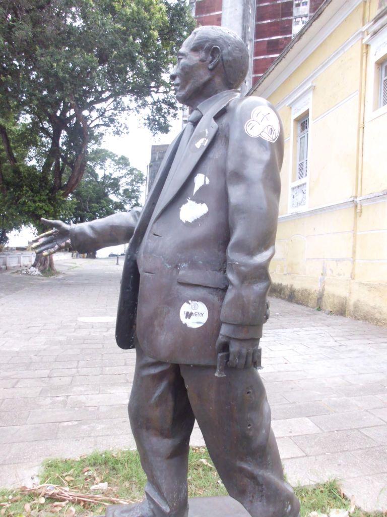 Die gefürchteten brasilianischen Straßenräuber machen nicht mal vor Statuen halt