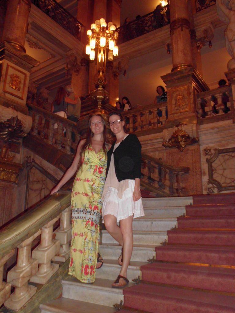 Bella und Jaqueline in Abendgarderobe