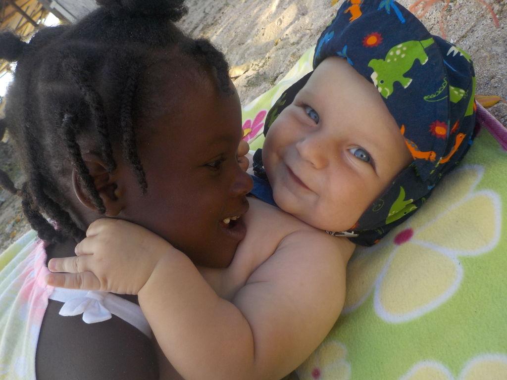 Willi schließt schnell Freundschaft mit den Kindern von Mayreau