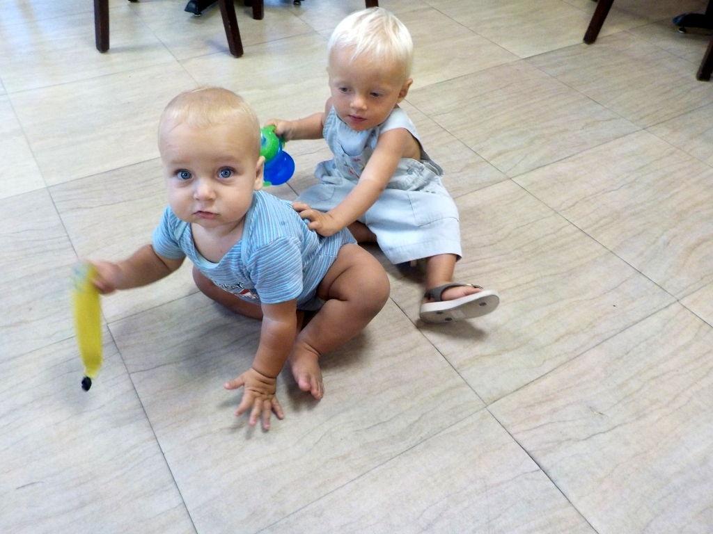 Willi und Kian im Supermarkt