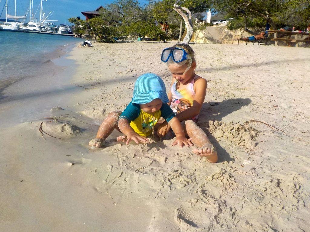 Willi schließt Freundschaft am Strand