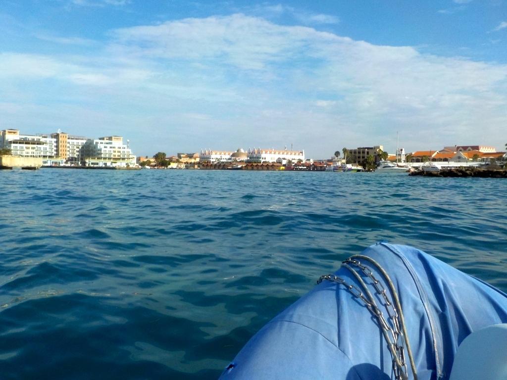 """""""Skyline"""" von Oranjestad, vom Dinghy aus gesehen"""