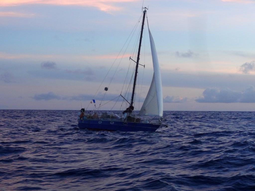 unser Boot mal unter Segeln